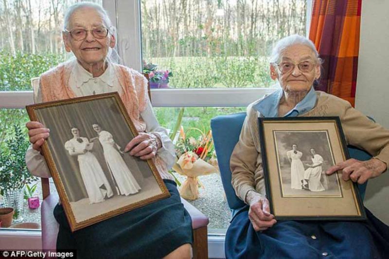 Las gemelas mas ancianas foto 1