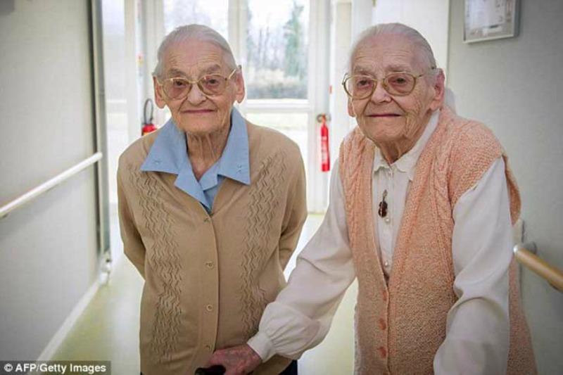 Las gemelas mas ancianas foto 2