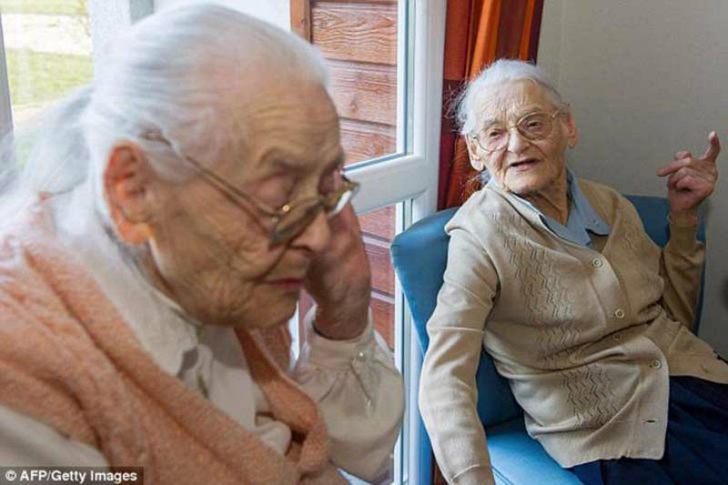 Las gemelas mas ancianas foto 4