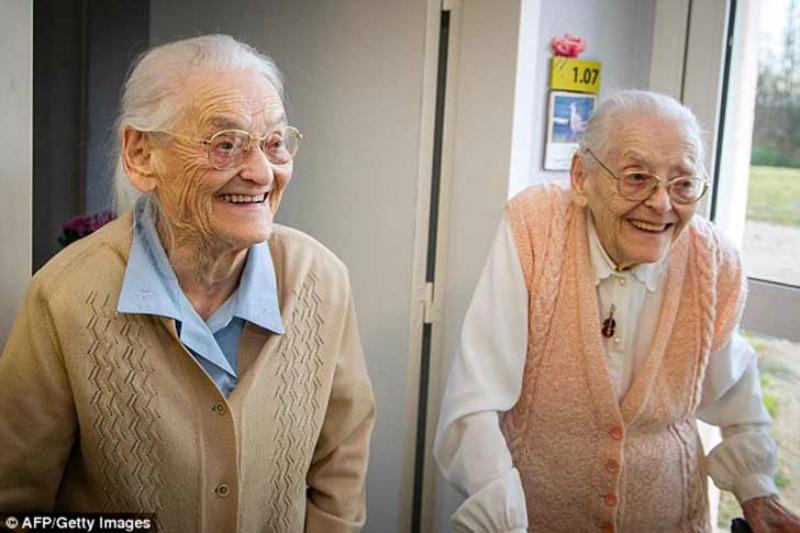 Las gemelas mas ancianas foto 5